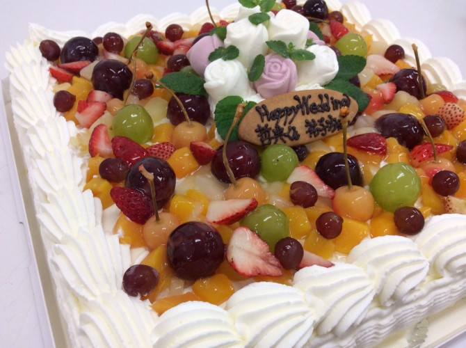 フルーツいっぱいウエディングケーキ