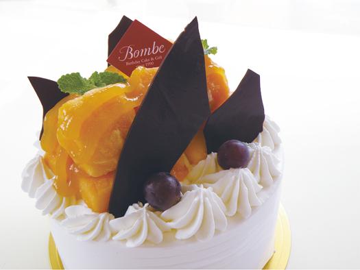 マンゴーのデコレーションケーキ