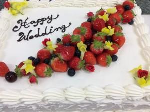 薔薇と春の花のウエディングケーキ