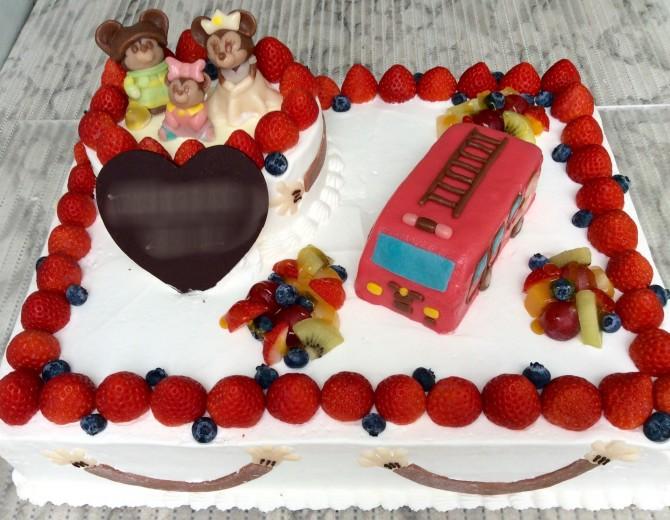 消防車とミッキー、ミニー、ベイビーミニー