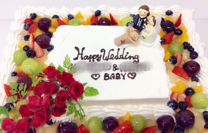 バラとフルーツのウエディングケーキ