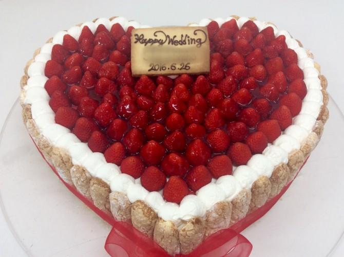 ハートのウエディングケーキ